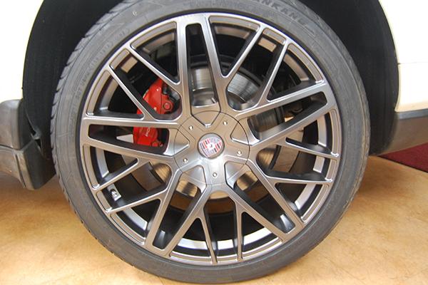 ベンツ R231 ブレーキキャリパー塗装
